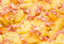 rezept-fuer-kartoffelauflauf-mit-speck-aus-dem-dampfgarer
